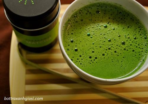 Pha bột trà xanh với mật ong để giảm cân hiệu quả