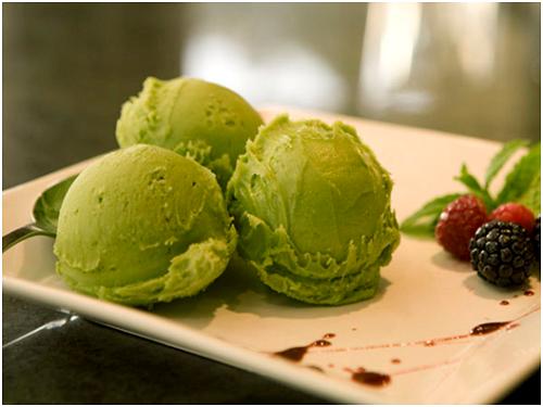 Bột trà xanh là nguyên liệu chế biến kem
