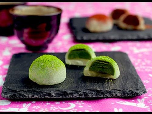 Dùng bột trà xanh chế biến bánh mo chi